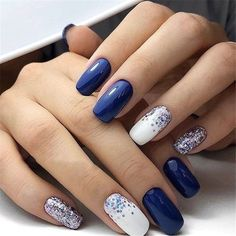 The advantage of the gel is that it allows you to enjoy your French manicure for a long time. There are four different ways to make a French manicure on gel nails. Acrylic Nail Designs, Nail Art Designs, Nails Design, Navy Nail Designs, Acrylic Nails, Nail Color Combinations, Popular Nail Colors, Winter Nail Designs, Nagel Gel