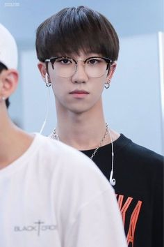 Minghao's death stare  he has such a long neck