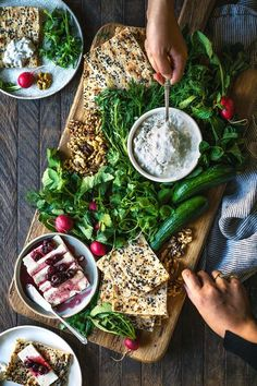 This Cheese And Herb Platter - Feta, Fresh Herbs, Cucumber Mint Yogurt And Fresh Sangak recipe is featured in the Middle Eastern feed along with many more. Iranian Cuisine, Iranian Food, Tapas, Fingers Food, Arabic Food, Arabic Dessert, Arabic Sweets, Snacks Für Party, Middle Eastern Recipes