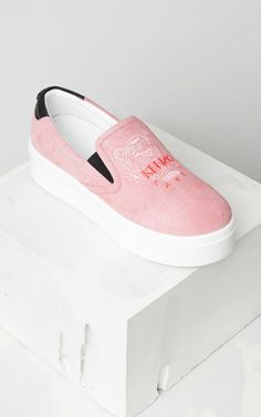 eed637bcb9 708 Best Shoes images in 2019   Moschino, Sneakers women, Pumps