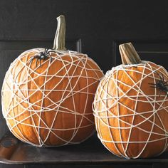 Decorating for Halloween and fall usually involves yielding a pointy object and carving into a pumpkin, but maybe you should try something effortless like these no-carve pumpkin decorating ideas. Easy Halloween Crafts, Halloween Items, Halloween Boo, Halloween Party Decor, Holidays Halloween, Halloween Pumpkins, Cute Pumpkin, Pumpkin Crafts, Pumpkin Ideas