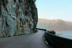 On a narrow ledge along the Hardanger fjord near Ålvik.  Photo: Jørn Hagen National tourist routes
