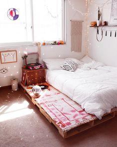 Pallet bed furniture/ Pallet bed