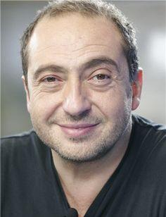 Patrick Timsit est un acteur, réalisateur et humoriste français, né à Alger en Algérie le 15 juillet 1959.