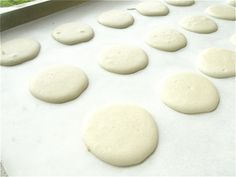 Here's a great recipe to try making macarons at home! Making Macarons, How To Make Macarons, Vintage Theme Bridal Shower, Oui Oui, Great Recipes, Bakery, Foods, Desserts, Food Food