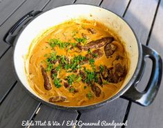 Edels Mat & Vin: Hvalbiff i fløtesaus med sopp & løk ! Thai Red Curry, Ethnic Recipes, Food, Essen, Meals, Yemek, Eten