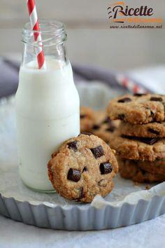 Foto cookies croccanti al cioccolato senza uova e senza burro Biscotti Cookies, Milk Cookies, Sweet Recipes, Real Food Recipes, Cookie Recipes, Healthy Cake, Vegan Cake, Vegan Food, Nutella Biscuits