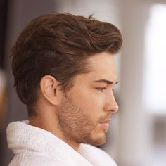 Francisco Lachowski The most beautiful hair ideas, the most trend hairstyles on this page. Francisco Lachowski, Quiff Haircut, Undercut Hairstyles, Hairstyle Short, Popular Haircuts, Haircuts For Men, Medium Hair Styles, Short Hair Styles, High Skin Fade