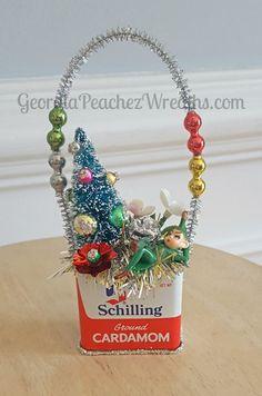 Image of Vintage Spice Tin Ornament Vintage Christmas Crafts, Christmas Sewing, Vintage Ornaments, Retro Christmas, Rustic Christmas, Christmas Art, Holiday Crafts, Christmas Holidays, Christmas Ornaments