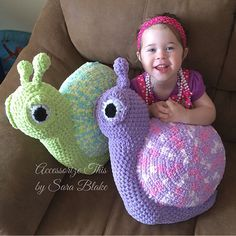 """""""Winston"""" the Snail is a cute little critter! Perfect for home & nursery décor. Measuring approximately feet, made with Bernat Baby Blanket Super Bulky yarn making him soft, cuddly and quick to work up. Crochet Cushion Cover, Crochet Cushions, Crochet Pillow, Bernat Baby Blanket, Blanket Yarn, Knitted Blankets, Crochet Snail, Kawaii Crochet, Crochet Patterns Amigurumi"""
