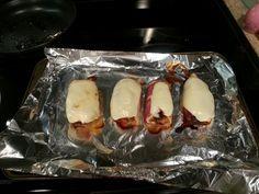 Pechuga de pollo rellena de platano maduro y ajies rojos, envuelta en tocineta, con queso mozzarella:)