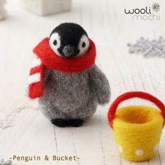 Penguin & Bucket Needle Felting Kit por WooliMochi en Etsy