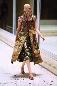 Alexander McQueen, Voss, Spring-Summer 2001, Karen Elson, London.