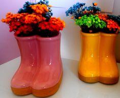 Botinhas de galocha em cerâmica, ideal para decoração de festas da Peppa Pig, Jardim entre outras. 12cmAltura. Comprando 08 botinhas sai no valor de R$ 18,00 cada, unidade: 23,90 R$ 23,90