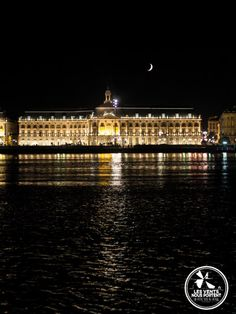 Place de la bourse depuis la rive droite de #Bordeaux, #France / #BDXLIVE