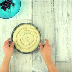 Di questa torta di ciliegie alla russa non se ne ha mai abbastanza, una volta provata… deliziosa e bella da guardare!