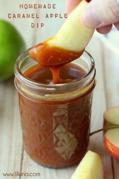 Delicious Homemade Caramel Apple Dip { lilluna.com }