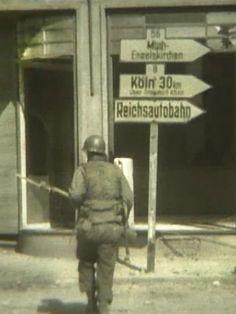 Ein amerikanischer Soldat in der Innenstadt von Siegburg.