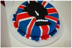 Royal Wedding Queen and Union Jack Cake Royal Cakes, Queens Birthday Party, Queen Birthday, Union Jack Cake, Royal Tea Parties, Royal Party, Chocolate Pasta, 90th Birthday Cakes, 15th Birthday