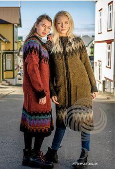 Ravelry: Síðsumarskápa pattern by Védís Jónsdóttir for Ístex Coat Patterns, Clothing Patterns, Skirt Patterns, Blouse Patterns, Sewing Patterns, Knitted Coat Pattern, Icelandic Sweaters, Country Wear, Red Cardigan