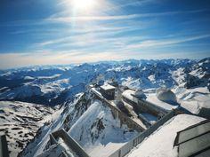 Montagnes - Les Pyrénées vues du Pic du Midi (accès en téléphérique) Hautes-Pyrénées. © CRT Midi-Pyrénées / D. Viet #TourismeMidiPy #MidiPyrenees #France #landscapes #picdumidi