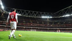 Arsenal captain Robin van Persie prepares to take a corner during the match between Arsenal and Fulham at Emirates Stadium on November 26, 2011 in London.