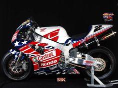 Colin Edwards MotoGP 2002 Honda VTR1000, Laguna Seca special Livery