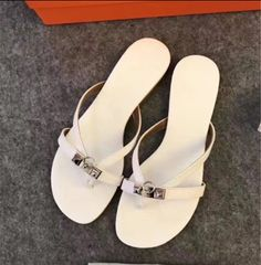 Hermes Shoes, Summer Fashions, Spring Summer Fashion, Flip Flops, Sandals, Bags, Accessories, Bijoux, Handbags
