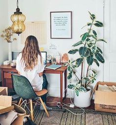 How To Create The Perfect Desk | Career Girl Daily