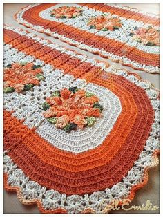 this pin was discovered by Crochet Wool, Love Crochet, Thread Crochet, Crochet Doilies, Crochet Flowers, Crochet Baby, Doily Patterns, Crochet Patterns, Crochet Table Runner