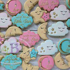 Twinkle twinkle little star. Sweet baby shower cookies #decoratedsugarcookies #edibleart #cookies #sugarcookies #babyshower #baby #newbaby #glazeicing #santaclaracounty #sanjoseca #408creates #busybcookies