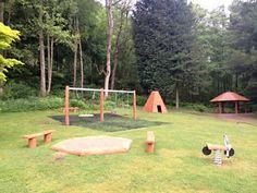 Ekologiczny plac zabaw na skraju lasu to miejsce do zabawy i odpoczynku