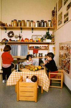forest school reggio emilia Range of theories and their philosophy on four different curricular approaches,  being reggio emilia, montessori, steiner and forest schools.