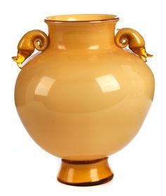 """Höhe: ca. 23 cm. Durchmesser: ca. 18 cm. Bodenseitig mit feiner Ätzsignatur """"Venini/ Murano"""". Murano, 20. Jahrhundert. Opakes, gelbes und milchweißes..."""