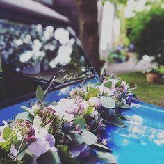 Margaux & Benjamin Une mariée en or ! avec @marina_littlemissmakeup, @yannmignonet #wedding #mariage #weddingday #love #flower #weddingcar #voiture #fleurs #fleuriste #lefleuristelille #Lille #igerslille #couple #bridetobe #celebrate #florist #sweetcolor #paonia #pivoine #nigelles