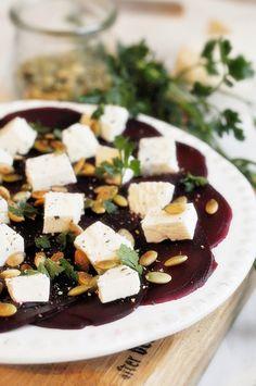 Carpaccio z buraka Prosciutto, Feta, Food And Drink, Salad, Cheese, Bulgur, Salads, Lettuce