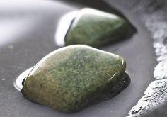 A jádekővel megalapozhatod a szerencsédet a pénzügyekben, és abban segíthet, hogy nyeremény útján juss pénzhez. Health 2020, Avocado, Fruit, Crystals, Food, Projects, Therapy, Magick, Spiritual