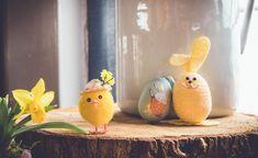 Pääsiäisen vietto on jo lähellä: tuleva sunnuntai on palmusunnuntai, jolloin on perinteisesti käyty virpomassa, ja ensi viikolla pitkäperjantai aloittaa pääsiäisen pyhät. Terveyden ja hyvinvoinnin laitos (THL) kannustaa viettämään pääsiäistä tänä vuonna kotikulmilla läheisten seurassa. Taustalla on Easter Toys, Easter Crafts, Rabbit Pictures, Easter Monday, Diy Ostern, Easter Pictures, Easter 2020, Easter Traditions, The Originals