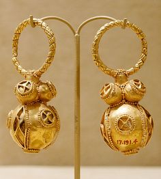 #Byzantine -- Gold Earrings -- Circa 550-650 -- The Metropolitan Museum of Art