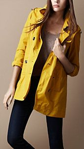 Love this Burberry coat:)