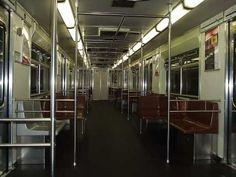 Imagem interna do Metrô da linha 1 // Metrô SP   Trens Urbanos