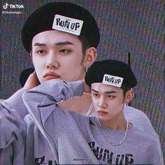 Twice Video, Stray Kids Seungmin, Bts Reactions, Kids Videos, Album Bts, Bias Wrecker, Kpop Groups, Mini Albums, Cyber