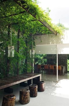 The wooden pergola is a good solution to add beauty to your garden. If you are not ready to spend thousands of dollars for building a cozy pergola then you may devise new strategies of trying out something different so that you can re Outdoor Rooms, Outdoor Gardens, Outdoor Living, Small Courtyard Gardens, Indoor Outdoor, Jardin Luxuriant, Patio Interior, Beer Garden, Garden Inspiration