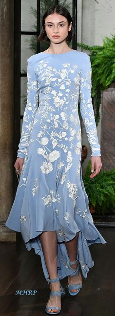 How to Wear: The Best Casual Outfit Ideas - Fashion Fashion Moda, Blue Fashion, Modest Fashion, High Fashion, Fashion Dresses, Womens Fashion, Couture Fashion, Runway Fashion, Fashion Beauty