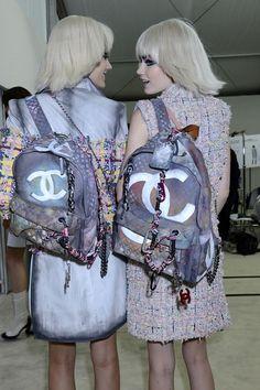 Chanel grafitti backpack. Mochilas para la ciudad .http://www.fashionassistance.net/2015/01/tendencias-mochilas-para-la-ciudad.html