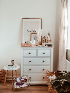 Sharing some new prints on my walls from Desenio as well as a few tips and tricks for choosing your own. Chest Of Drawers Decor, Bedroom Drawers, Bedroom Chest, Room Ideas Bedroom, Home Decor Bedroom, Aesthetic Room Decor, My New Room, Room Inspiration, Decoration