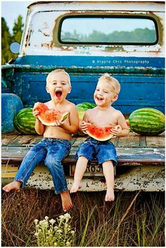 Summer Photography Old Truck Watermelon Summer Mini Session Vintage Photography Photo by Hippie Chic Photography Kind Photo, Foto Baby, Jolie Photo, Baby Kind, Beautiful Children, Little People, Country Life, Country Boys, Country Living
