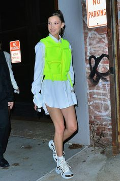 Tracing Bella Hadid's Street Style Evolution From SoCal Good Girl to Fearless Fashion Risk-Taker The model's personal style has undergone a clear metamorphosis. Bella Hadid Estilo, Style Bella Hadid, Bella Hadid Outfits, Gigi Hadid, Fashion Week, Fashion Trends, Style Fashion, Latest Fashion, Fashion Outfits