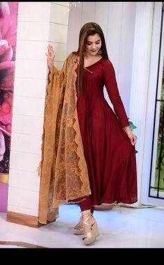 Pakistani Fashion Casual, Pakistani Outfits, Beautiful Pakistani Dresses, Beautiful Dresses, Nida Yasir, Girls Dp, Chic Outfits, Frocks, Saree