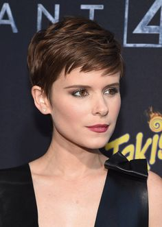 """Kate Mara channels a modern-day """";Rosemary's Baby"""" with her piecey pixie and sophisticated makeup. <em>Her stylist used a <a href=""""http://www.net-a-porter.com/us/en/product/397819?cm_mmc=ProductSearchUS_PLA_c-_-GHD-_-Beauty-Haircare-Dryers and Irons-_-120543757762_397819-005"""